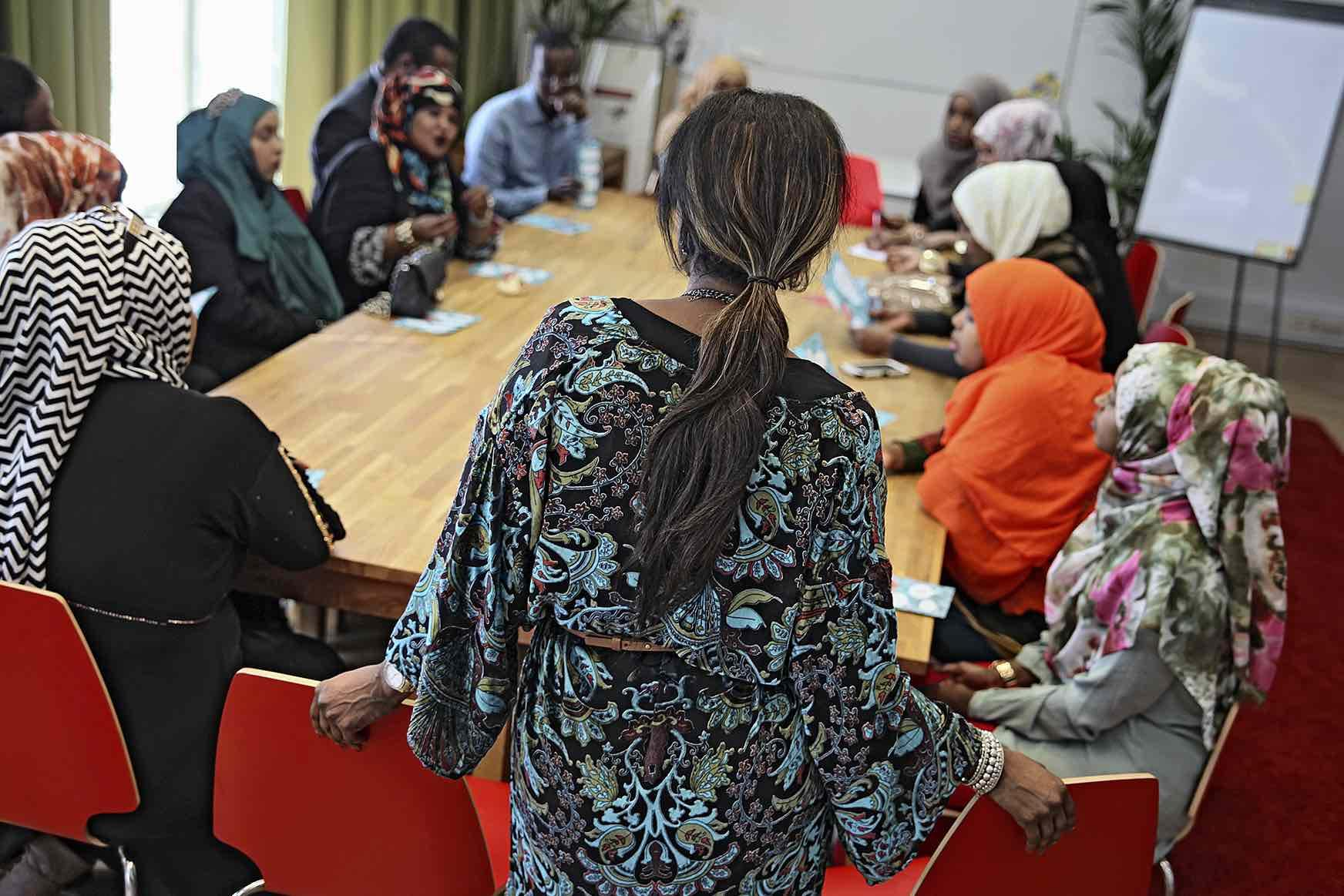 Ihmisoikeusliiton verkostotapaamisessa keskusteltiin ihmisoikeuskysymyksistä ja maahanmuuttajien kohtaamista haasteista.
