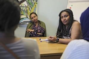 Ihmisoikeusliiton asiantuntija Solomie Teshomen johdolla käytiin keskustelua ihmisoikeuskysymyksistä amharankielellä.