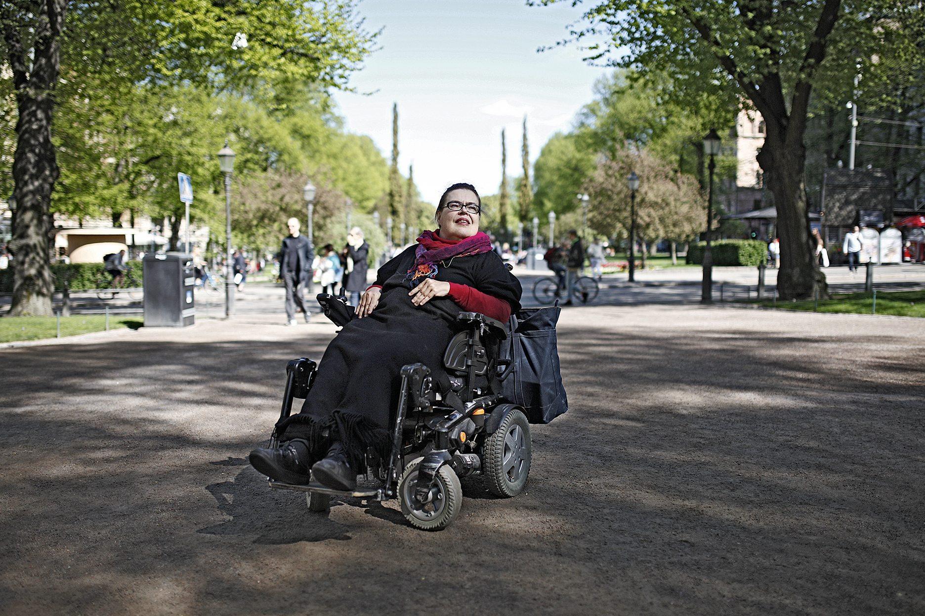 Yhdenvertaisuus-VammaisfooruminPääsihteeri-Pirkko Mahlamäki-vaaka-KukkaRanta-web