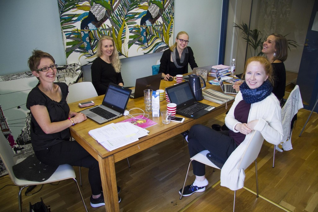 Ihmisoikeudet.net-opettajatyöryhmä: Sirkku Aalto, Maija Savolainen, Essi Nuotio, Inka Kyllönen ja Sonja Helkala. Ihmisoikeusliiton asiantuntija Rosa Puhakainen-Mattila vetää.