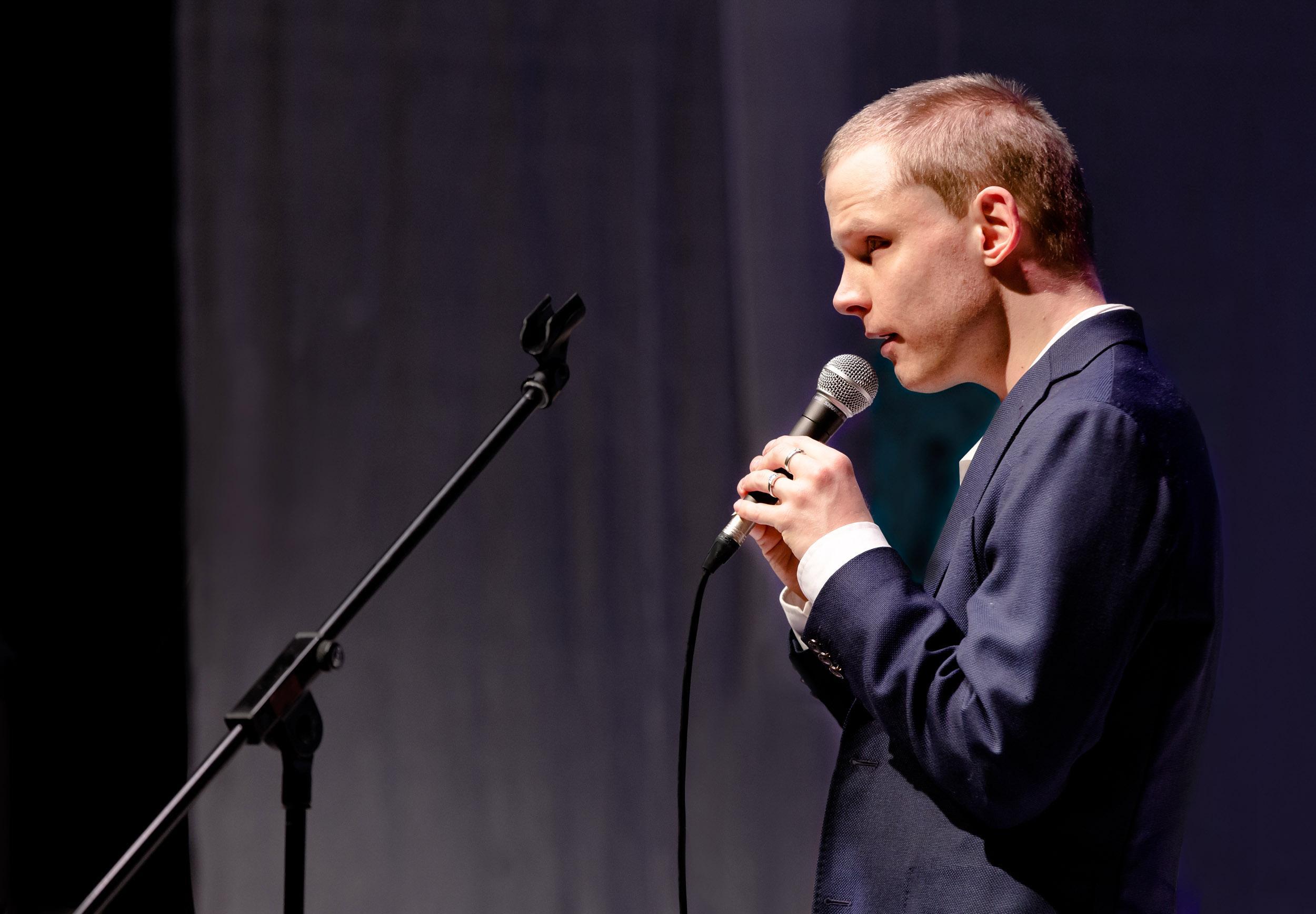 Laulaja Arttu Mäenpää