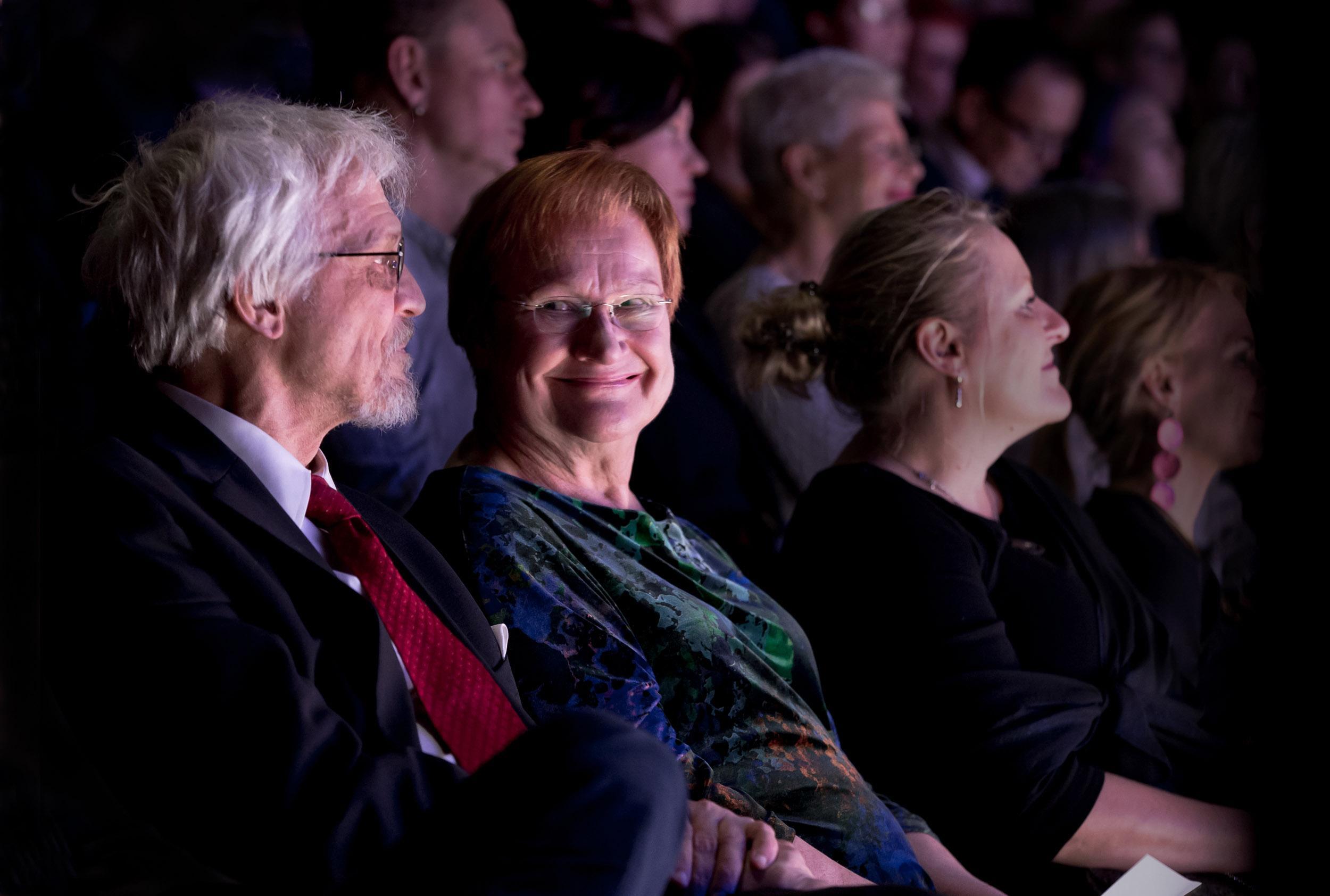 Pentti Arajärvi ja presidentti Tarja Halonen.