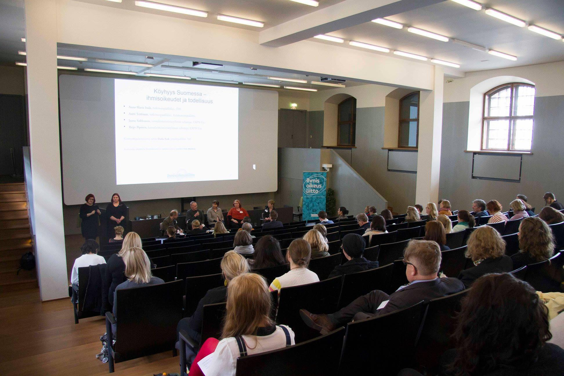 Riittävä toimeentulo - kyse on ihmisoikeudesta -seminaari keräsi runsaslukuisen yleisön.